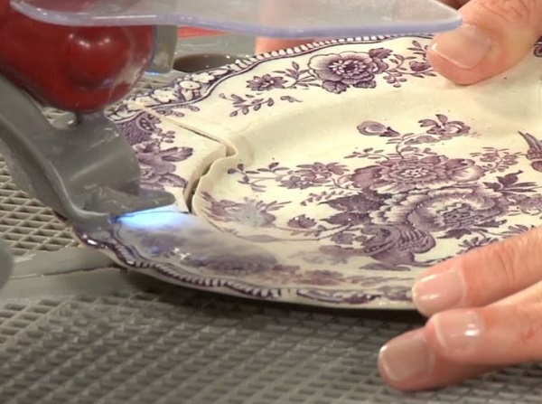 Learn how to cut a plate to make broken-china jewelry in this fun-filled, low-temp soldering video.
