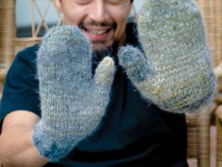 Make these unisex knitted mittens in our FREE eBook that contains mitten knitting patterns.